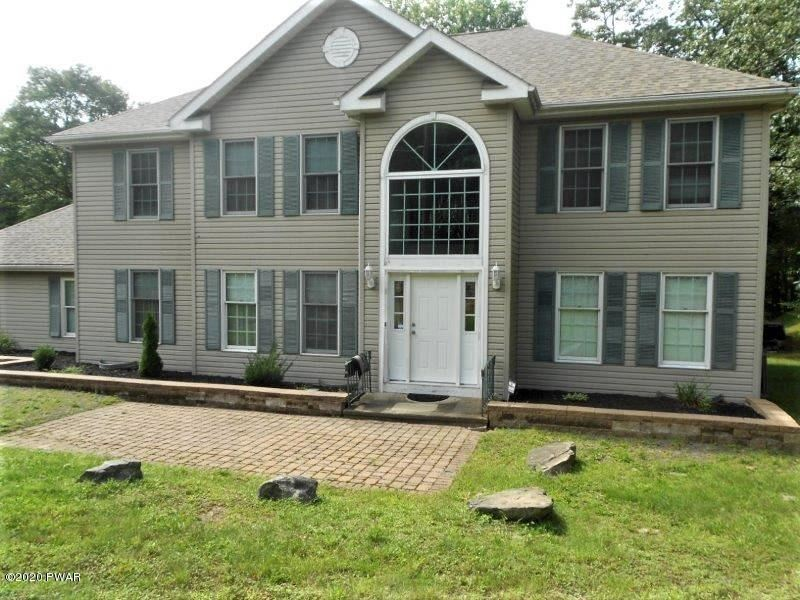 Photo of 800 Warbler Ct, Lords Valley, PA 18428 (MLS # 20-3507)