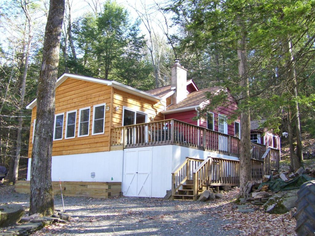 Photo of 143 Hemlock Brook Trl, Greentown, PA 18426 (MLS # 13-1693)