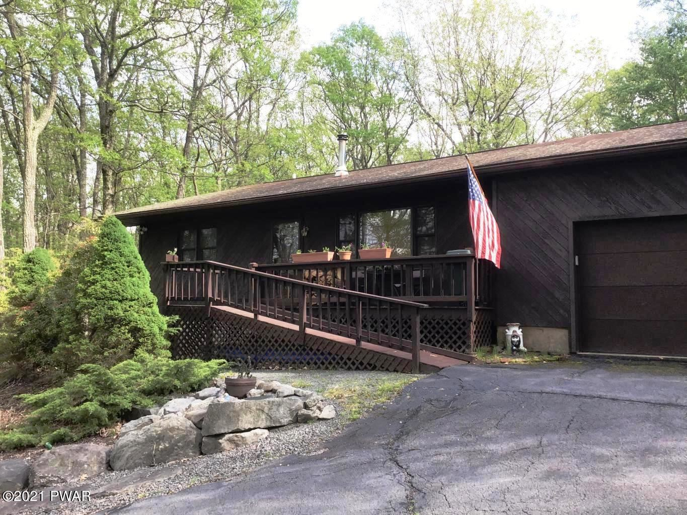 Photo of 105 Long Ridge Dr, Lords Valley, PA 18428 (MLS # 21-2714)
