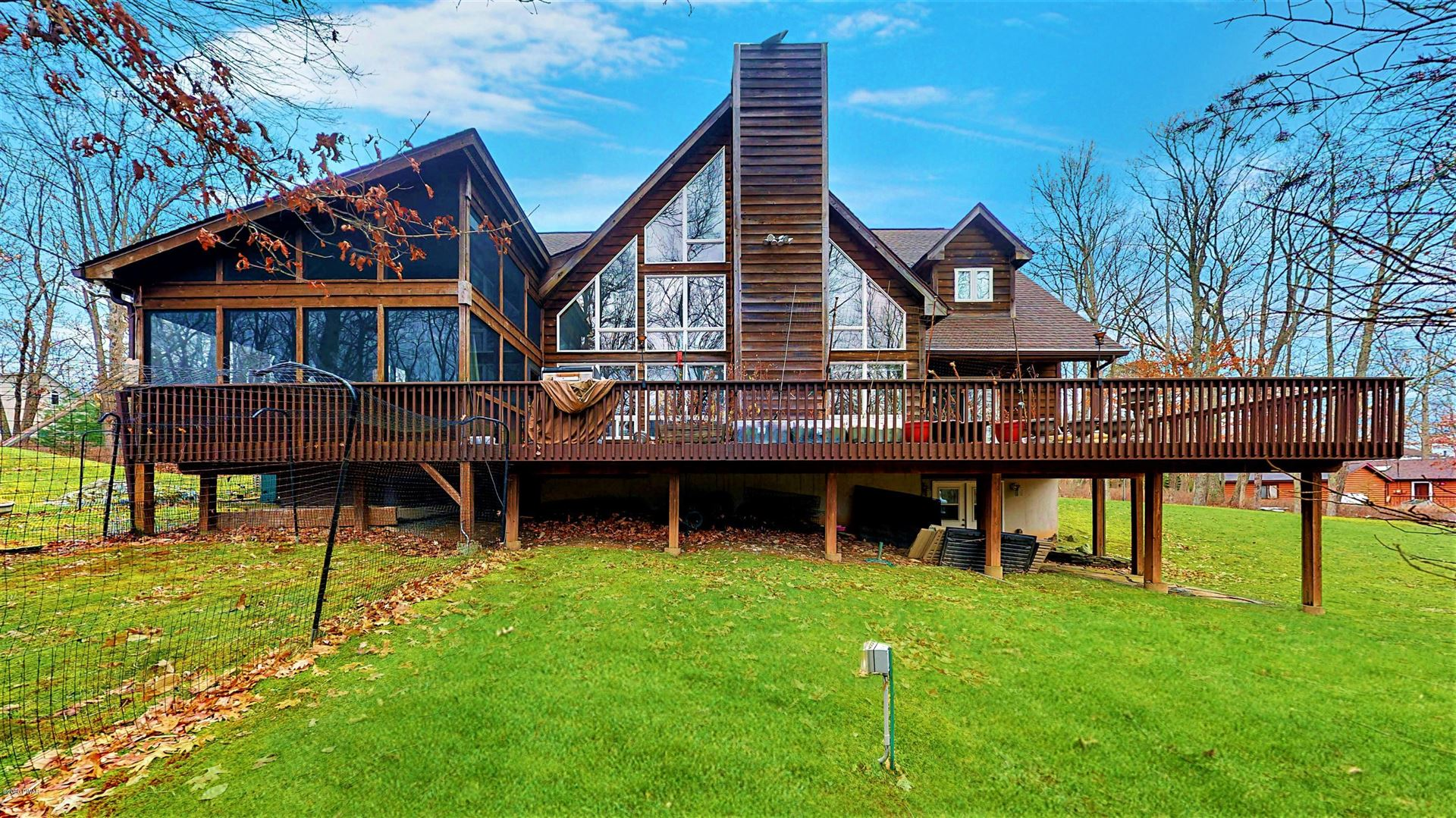 Photo of 229 Washington Dr, Lords Valley, PA 18428 (MLS # 20-4784)