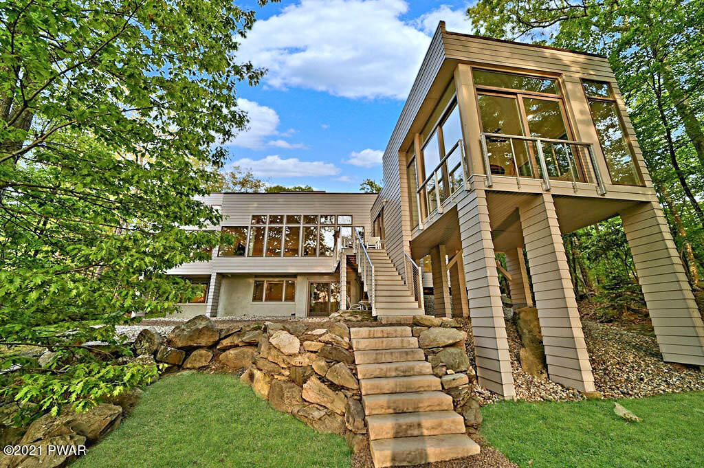 Photo of 128 Broadmoor Dr, Lords Valley, PA 18428 (MLS # 21-1807)