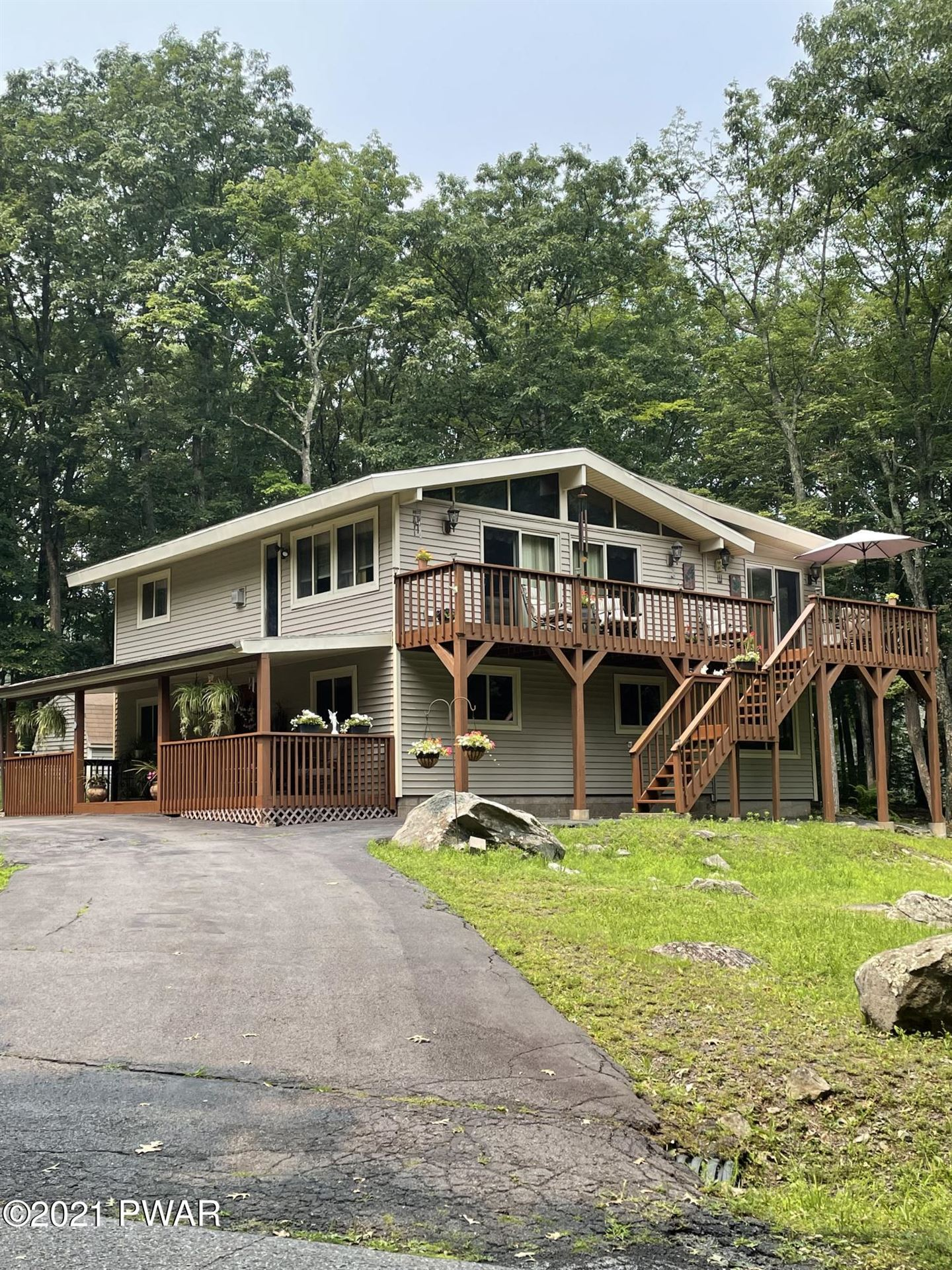Photo of 800 Niblick Ct, Lords Valley, PA 18428 (MLS # 21-2807)