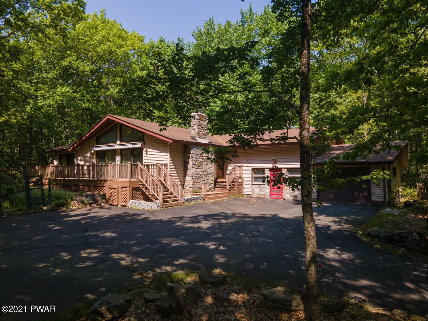 Photo of 432 Maple Ridge Dr, Lords Valley, PA 18428 (MLS # 21-1834)