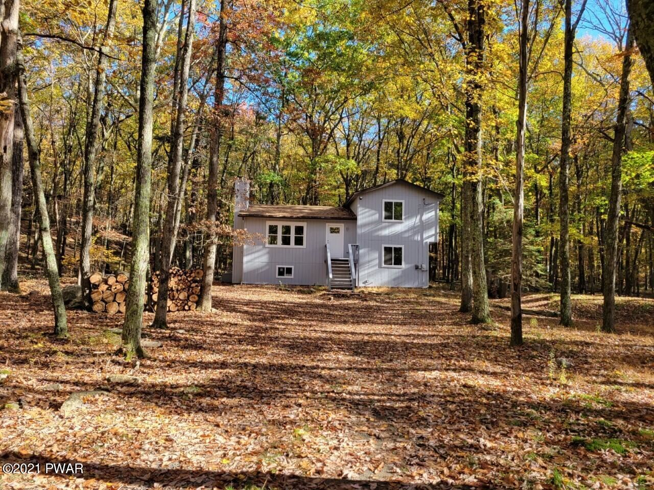 Photo of 805 Pastern Ct, Lords Valley, PA 18428 (MLS # 21-1857)