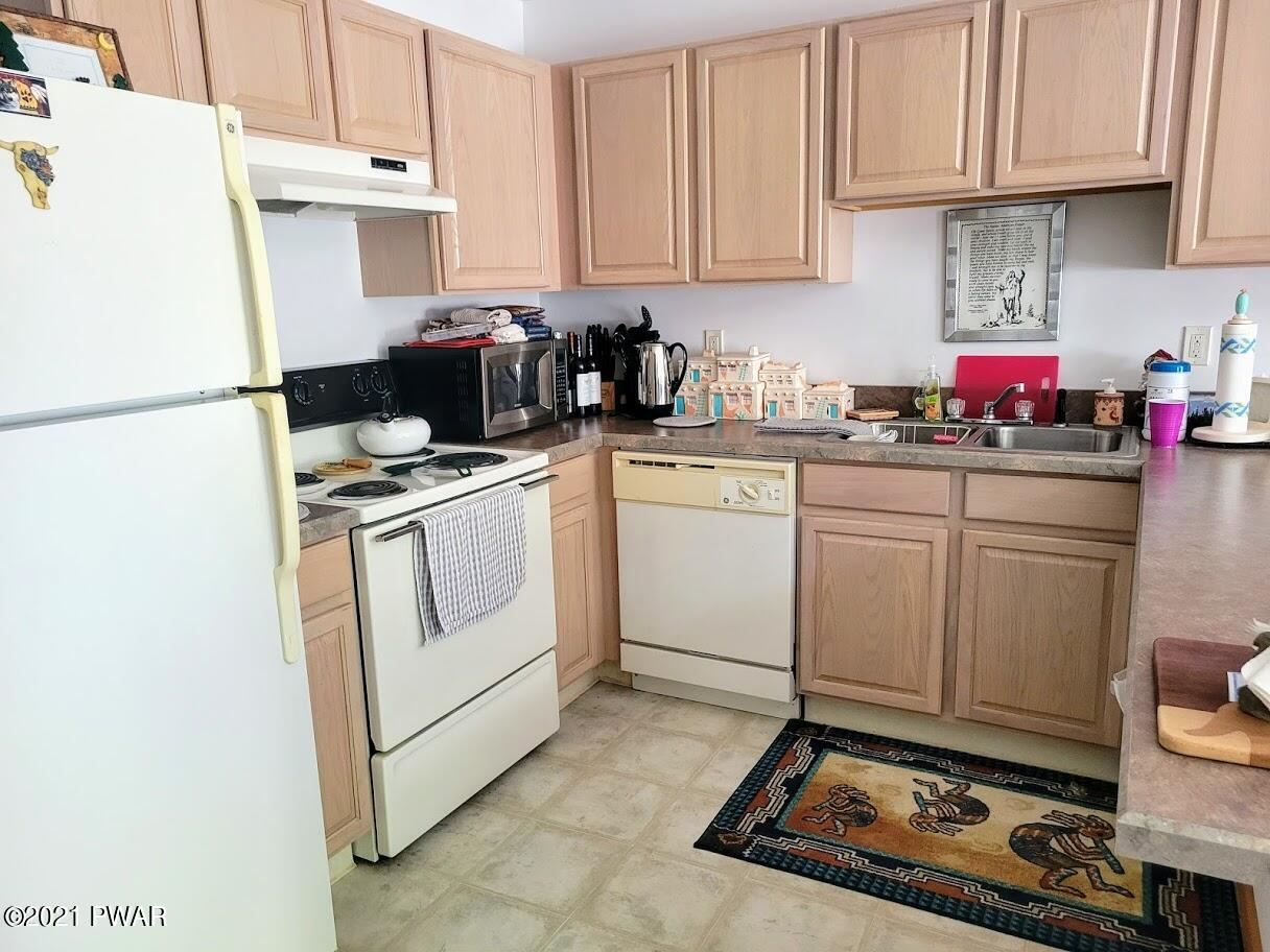 Photo of 804 Gaskin Ct, Lords Valley, PA 18428 (MLS # 21-1883)