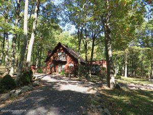 Photo of 207 White Butte Dr, Effort, PA 18330 (MLS # PM-72986)