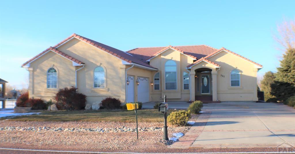 327 W Hahns Peak Ave, Pueblo West, CO 81007 - #: 190963