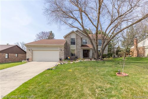 Photo of 323 FORDCROFT DR, Rochester Hills, MI 48309 (MLS # 2210024006)
