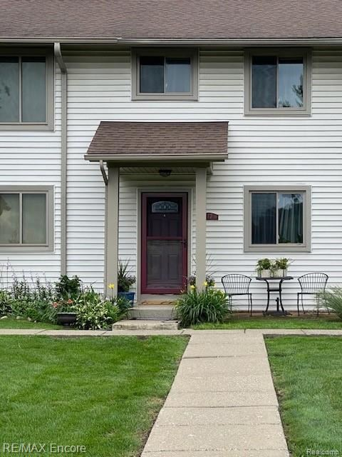 Photo for 7310 BLUEWATER DR UNIT 117 Drive, Springfield Township, MI 48348 (MLS # 2210056012)