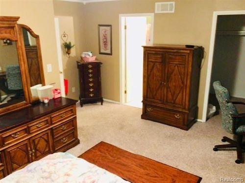 Tiny photo for 5868 SHORE Court, Independence Township, MI 48346 (MLS # 219119021)