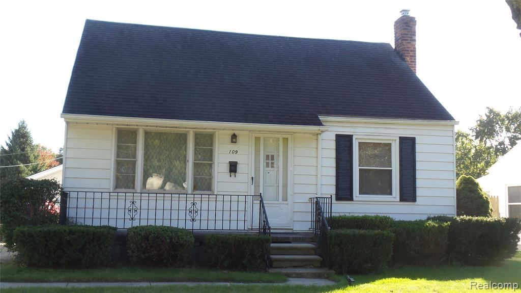 Photo of 109 CANFIELD Drive, Mount Clemens, MI 48043 (MLS # 2210085026)