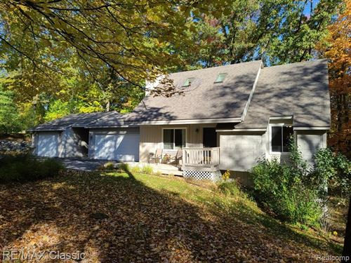 Photo of 5096 MOHAWK Avenue, Independence Township, MI 48348 (MLS # 2200087031)
