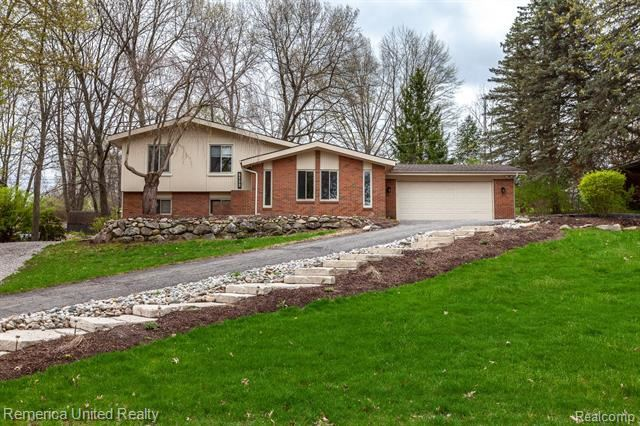 Photo for 5133 GREENVIEW Drive, Independence Township, MI 48348 (MLS # 219045032)