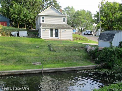 Photo of 666 DETROIT Avenue, Lake Orion Village, MI 48362 (MLS # 2200070042)
