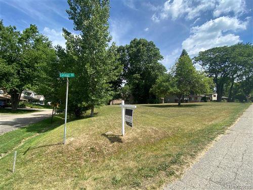 Photo of 0000 Latimer Street, West Bloomfield, MI 48324 (MLS # 2200051064)