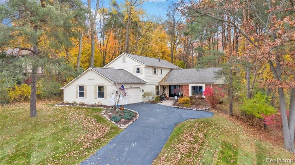 Photo for 8086 FAWN VALLEY Drive, Independence Township, MI 48348 (MLS # 2210023074)
