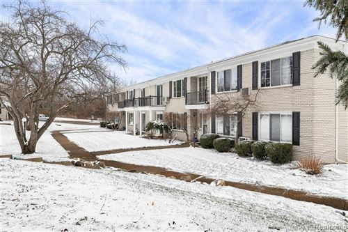 Photo of 100 W HICKORY GROVE RD APT B7, Bloomfield Township, MI 48304 (MLS # 2200098079)