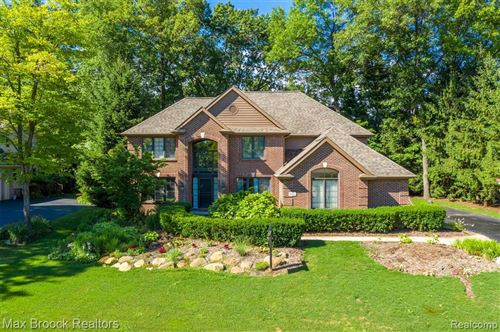 Photo of 9691 KINGSTON POINTE Drive, Springfield Township, MI 48348 (MLS # 2210029086)