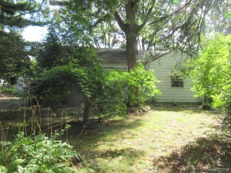 Photo of 23170 HAWTHORNE Street, Farmington, MI 48336 (MLS # 2210081090)