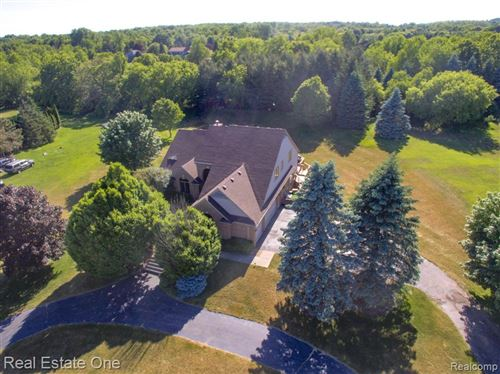 Photo of 1301 VALLEYVIEW Drive, Orion Township, MI 48348 (MLS # 2200034091)