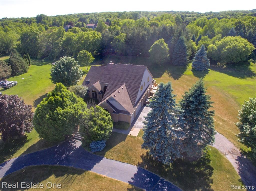 Photo for 1301 VALLEYVIEW Drive, Orion Township, MI 48348 (MLS # 2200034091)