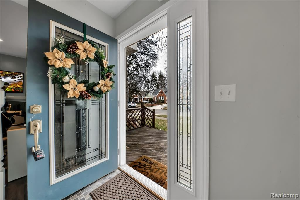 Photo of 618 WALNUT Avenue, Royal Oak, MI 48073 (MLS # 2210002096)