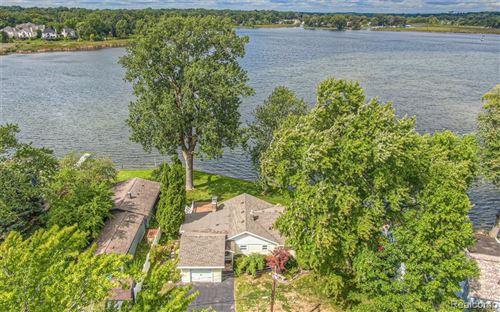 Photo for 930 Wyman Drive, Waterford Township, MI 48328 (MLS # 2200075103)
