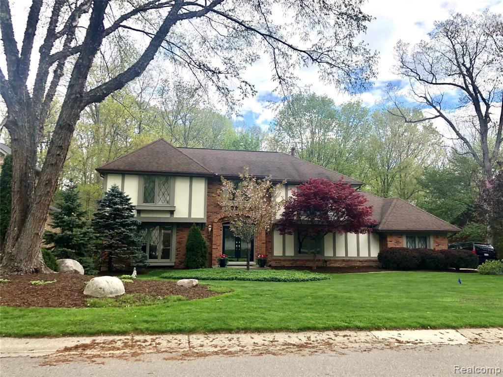 Photo of 241 GROSSE PINES Drive, Rochester Hills, MI 48309 (MLS # 2210033174)
