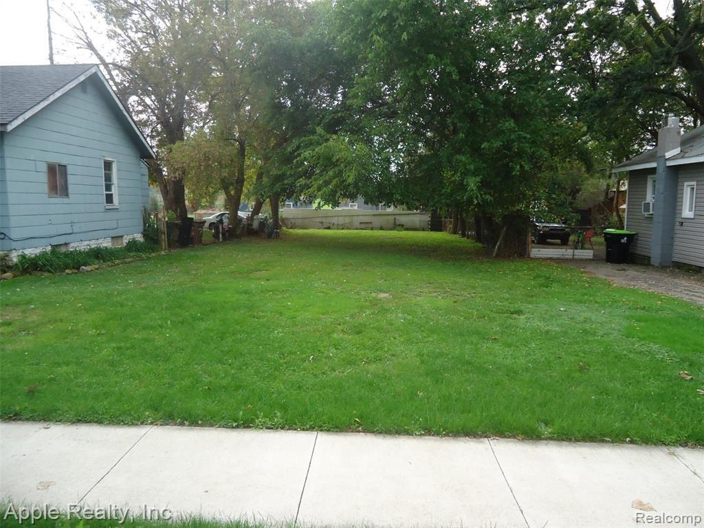 Photo of 83 W Tennyson Avenue, Pontiac, MI 48340 (MLS # 2210087180)