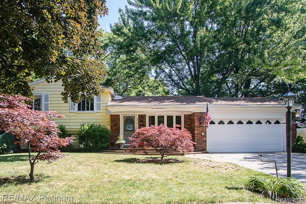 Photo for 5878 PLEASANT Drive, Waterford Township, MI 48329 (MLS # 2200046195)