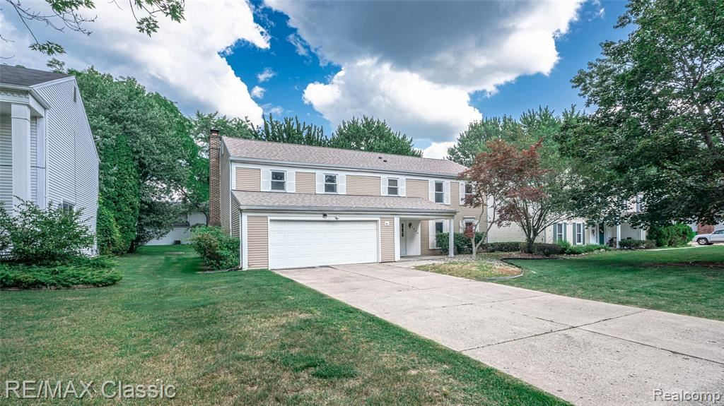 Photo of 5548 S PICCADILLY, West Bloomfield, MI 48322 (MLS # 2210063206)