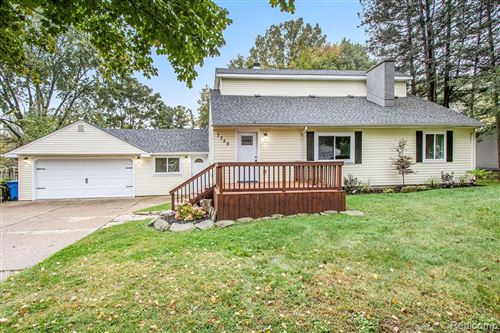 Photo of 7729 VISGER Avenue, Waterford Township, MI 48329 (MLS # 2210085244)