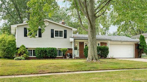 Photo of 5737 SHETLAND WAY, Waterford Township, MI 48327 (MLS # 2210069270)