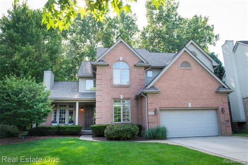 Photo of 414 Roundview Drive, Rochester, MI 48307 (MLS # 2200004279)
