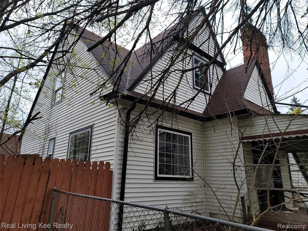 Photo of 891 SPENCE Street, Pontiac, MI 48340 (MLS # 2210031300)
