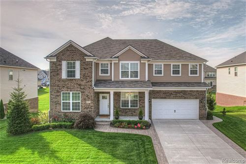 Photo of 2407 FINDLEY Circle, Orion Township, MI 48360 (MLS # 2210086332)