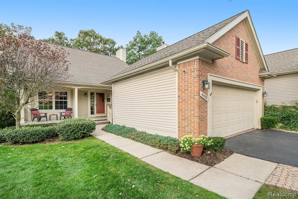 Photo for 6488 WATERS EDGE Way #72, Independence Township, MI 48346 (MLS # 219105339)