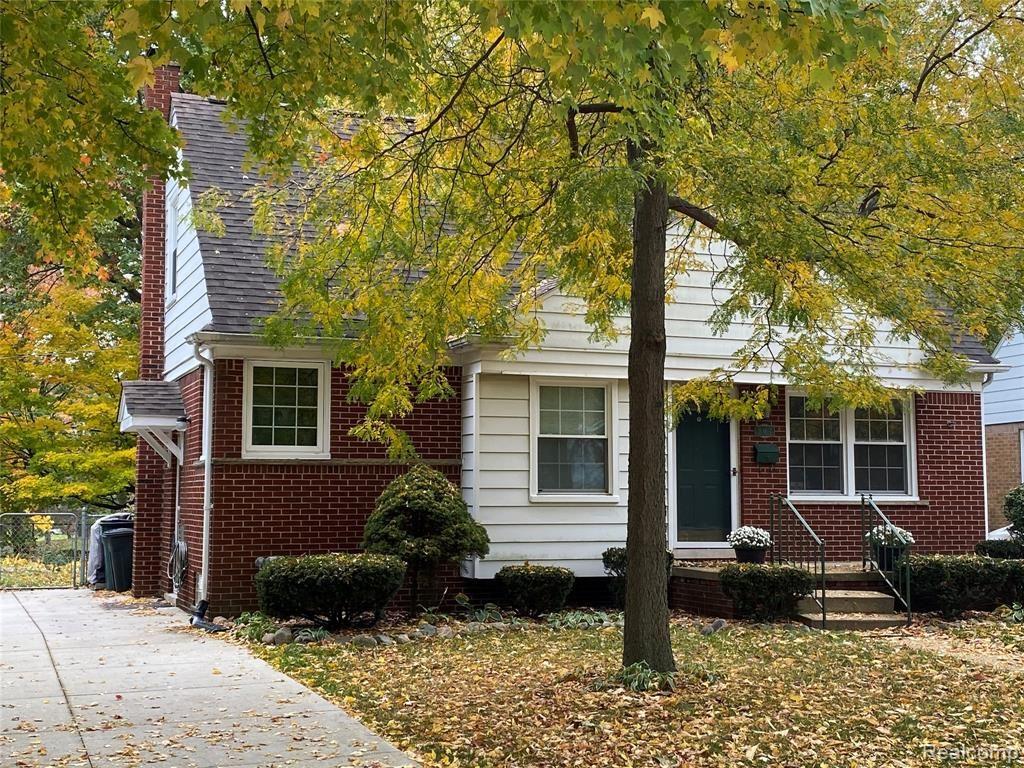 Photo of 907 HICKORY Avenue, Royal Oak, MI 48073 (MLS # 2200087342)