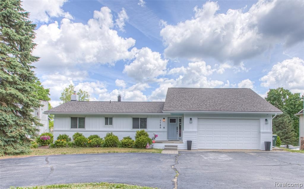 Photo for 1186 HEIGHTS Road, Orion Township, MI 48362 (MLS # 2200048378)