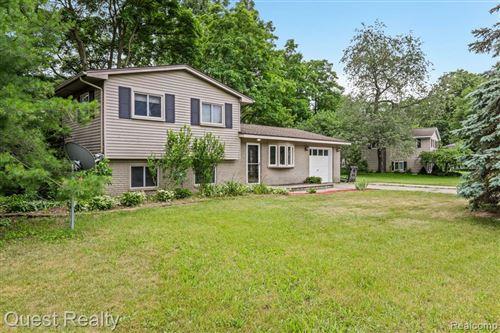 Photo of 5401 FARM Road, Waterford Township, MI 48327 (MLS # 2210049381)
