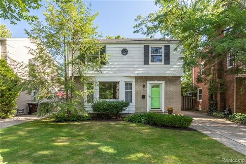 Photo of 1714 BOURNEMOUTH Road, Grosse Pointe Woods, MI 48236 (MLS # 2210075392)