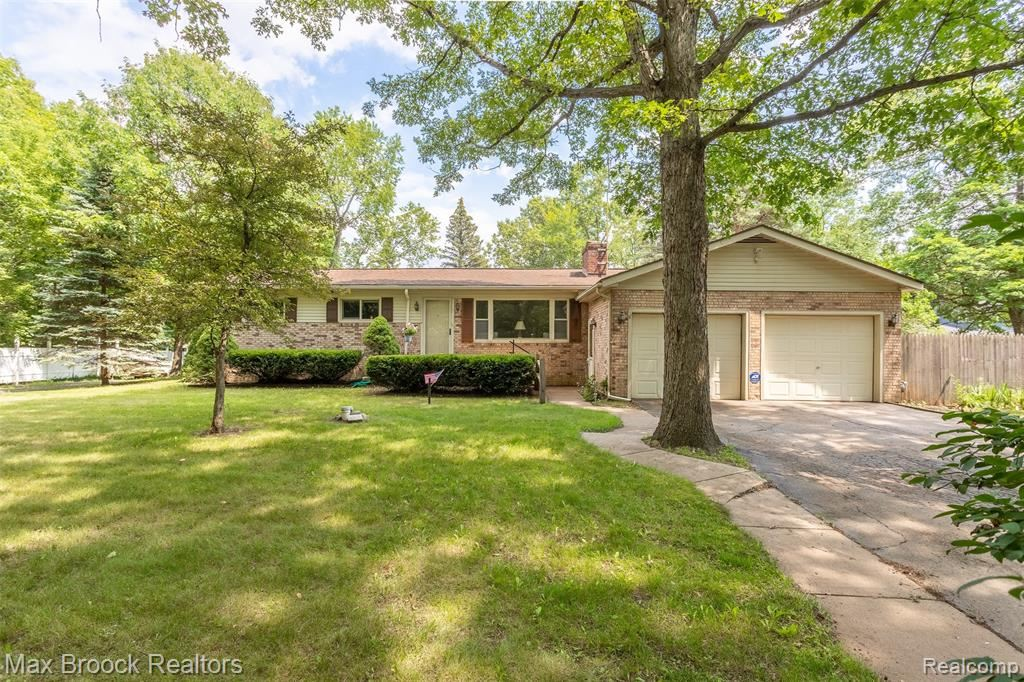 Photo for 7208 OLD POND Drive, Springfield Township, MI 48348 (MLS # 2210057421)