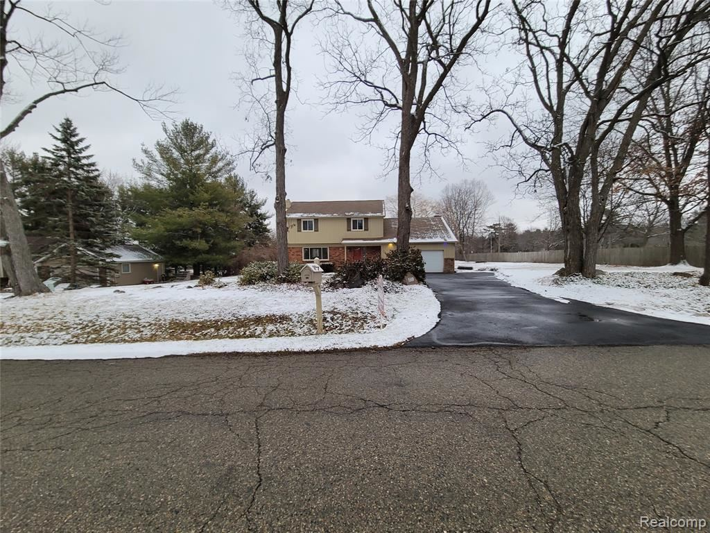 Photo for 5510 CHICKADEE Lane, Independence Township, MI 48346 (MLS # 2200100426)
