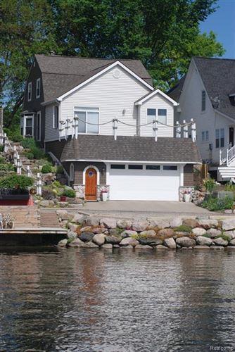 Photo of 600 LONGPOINTE Drive, Lake Orion Village, MI 48362 (MLS # 2200061428)