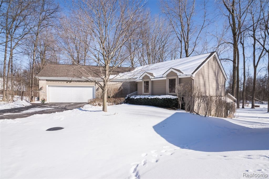 Photo for 5386 Bronco Drive, Independence Township, MI 48346 (MLS # 2210012432)
