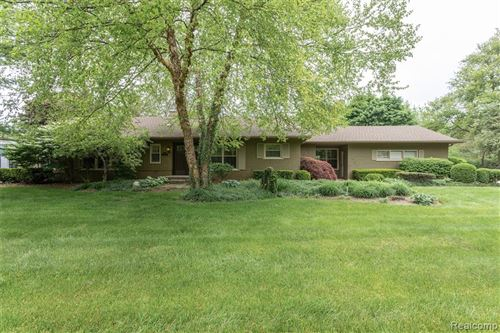 Photo for 5825 CRABTREE Road, Bloomfield Township, MI 48301 (MLS # 2200037457)