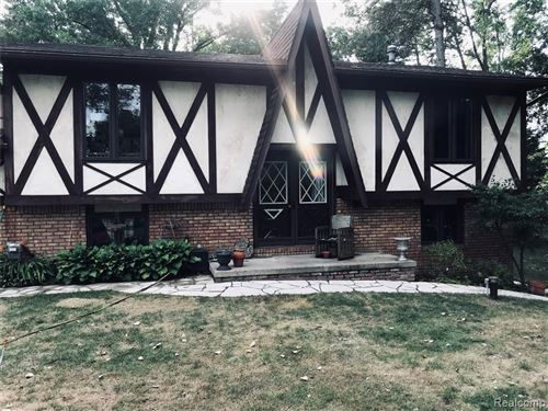 Photo of 3956 SASHABAW RD, Brandon Township, MI 48348 (MLS # 2200053469)