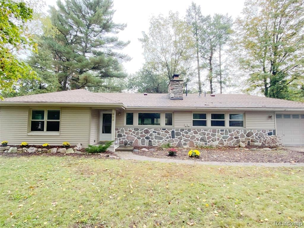 Photo of 963 MARVELL Street, Waterford Township, MI 48327 (MLS # 2210084487)