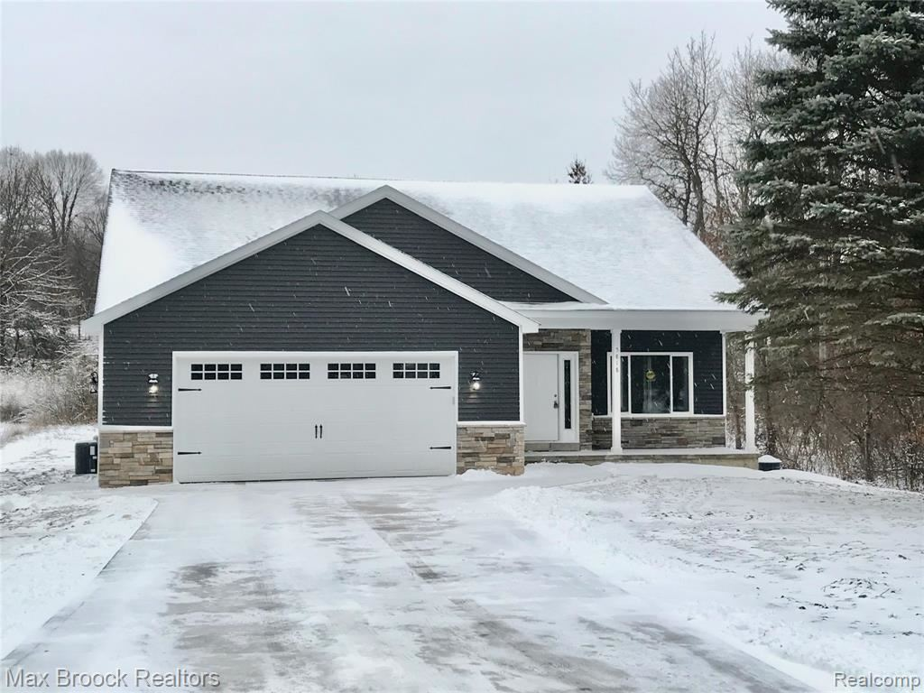 Photo for 5818 FLEMINGS LAKE Road, Independence Township, MI 48348 (MLS # 2200086498)