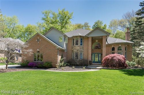 Photo of 53336 Hunters Crossing Drive, Shelby Township, MI 48315 (MLS # 2200035502)